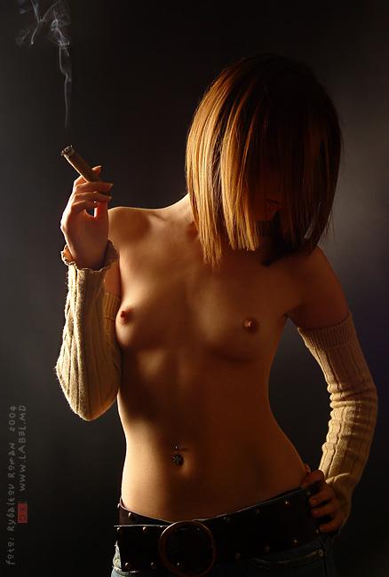 эро фото с сигаретой